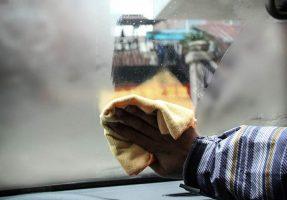 запотевание стекол автомобиля фотография