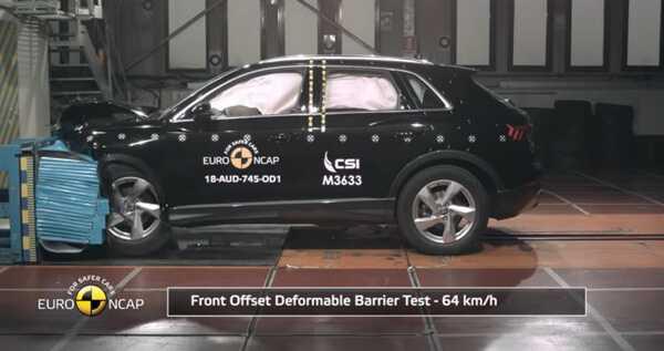 Crash Test of Audi Q3 изображение