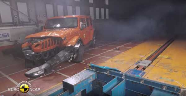 Фото Crash Test of Jeep Wrangler