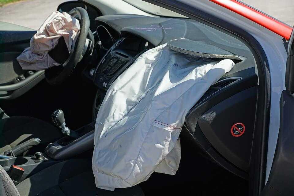 Фото Сработали подушки безопасности авто